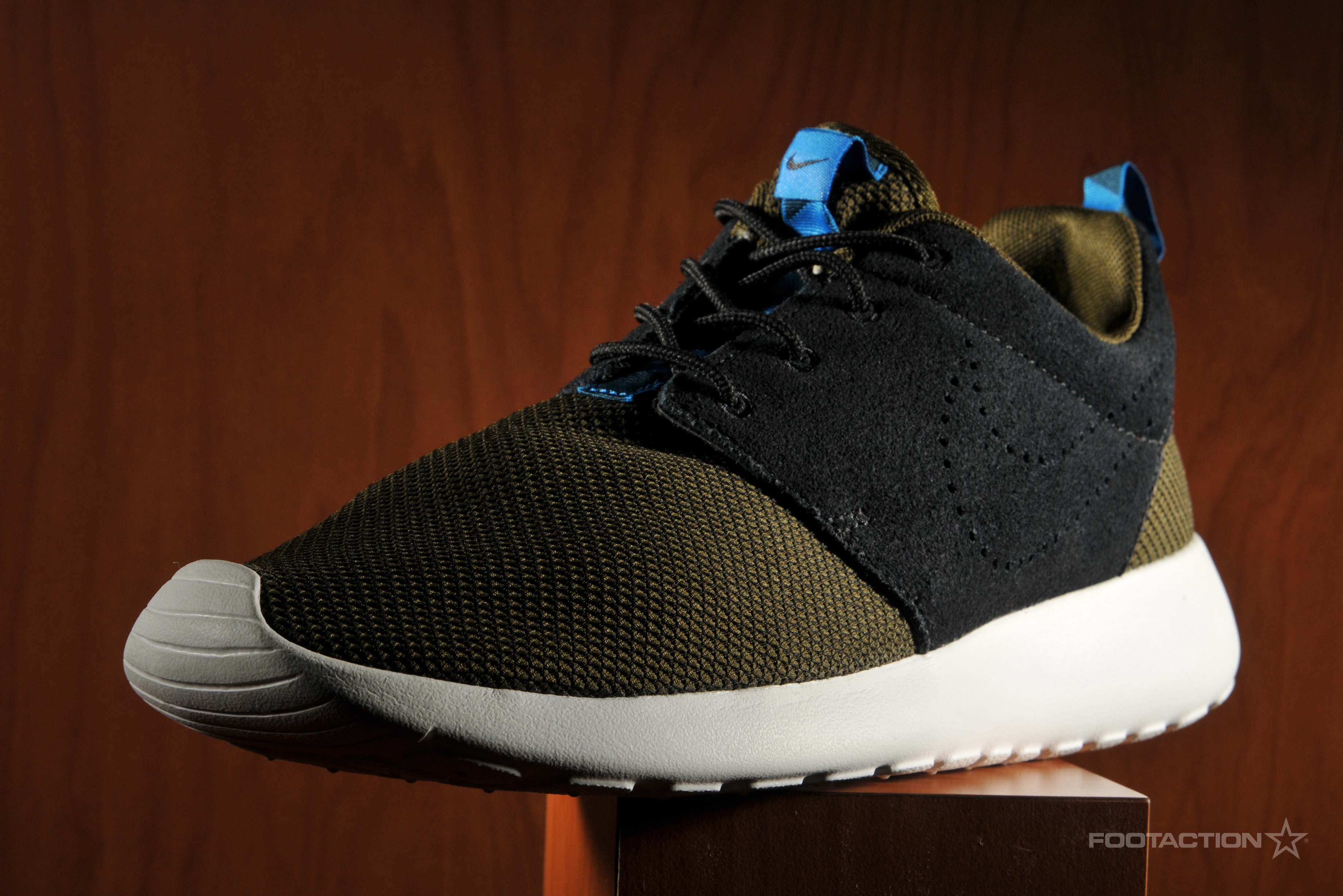 nike roshe run two toned