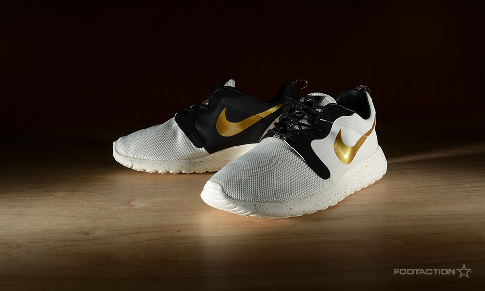 Nike Roshe Run Gold White
